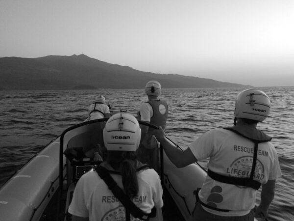 Image of solidarity workers in Lessvos on a Search and Rescue mission